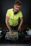 DJ posing with turntable Royalty Free Stock Photography