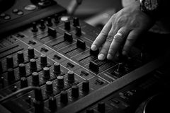 DJ que joga a música foto de stock royalty free