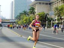 Djakarta - Oktober 27, 2013 Olga Dubovskaya Belarusian Runner bij de Marathon van Djakarta Royalty-vrije Stock Fotografie