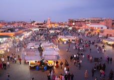 djeema el fna市场马拉喀什晚上 免版税库存图片