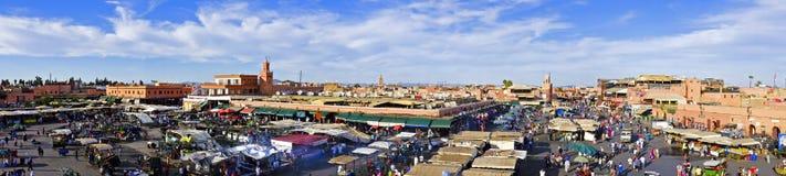 Djemaa el Fna marknad i Marrakesh, Marocko Arkivbilder