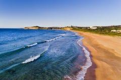 DJI MVale Denna plaża Wzdłuż surfingowów Zdjęcie Royalty Free