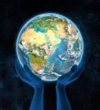 Djibouti op aarde in handen Stock Afbeelding