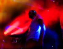 DJs выполняет в диско ночи Стоковое Изображение