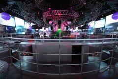 DJs in randello, interiore di lusso straordinario della barra Fotografie Stock Libere da Diritti