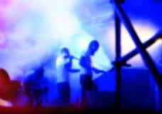 DJs wykonuje w nocy dyskotece Obrazy Royalty Free