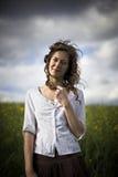 djup kvinna för fältlookrapeseed Royaltyfria Bilder