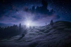 Djup natt i en Carpathian dal arkivfoto