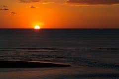 Djup orange solnedgång royaltyfri fotografi