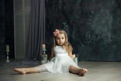 Djup siktögonstående av lilla flickan royaltyfri bild