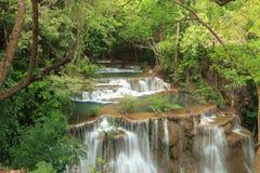 Djup skogvattenfall i Kanchanaburi, Thailand Fotografering för Bildbyråer