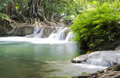 Djup skogvattenfall i Saraburi, Thailand Royaltyfri Foto