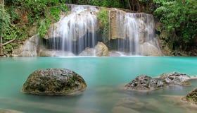 Djup skogvattenfall, Kanjanaburi Thailand Fotografering för Bildbyråer