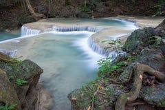 Djup skogvattenfall på den Erawan vattenfallet Fotografering för Bildbyråer