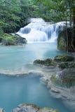 Djup skogvattenfall på den Erawan vattenfallet Royaltyfria Foton