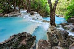 Djup skogvattenfall på den Erawan vattenfallnationalparken Kanjanaburi Thailand Royaltyfria Bilder
