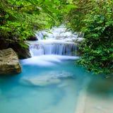Djup skogvattenfall på den Erawan vattenfallnationalparken Kanjanaburi Thailand Arkivfoton