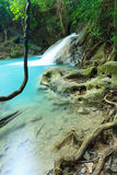 Djupa Forest Waterfall i Thailand Arkivbilder