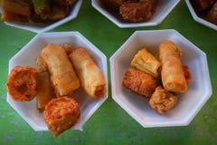Djupa Fried Crispy Pork Belly Cooked med vitlök Arkivbilder