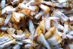 Djupa Fried Crispy Pork Belly Cooked med vitlök Royaltyfria Foton