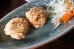 Djupa Fried Steamed Fish med currydeg Royaltyfria Foton