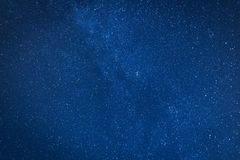 Djupblå natthimmel mycket av stjärnor Royaltyfri Fotografi
