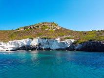 Djupblått hav och ö Royaltyfria Bilder