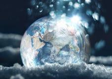 Djupfryst begrepp för planetjordklimatförändring Arkivfoton