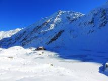 Djupfryst berg lake Vinter arkivfoton
