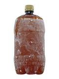 Djupfryst brun plast- flaska tagen closeup isolerat Royaltyfri Foto