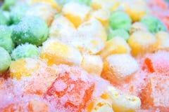 djupfryst grönsaker Djupfryst grönsakblandning av morötter, havre och Arkivfoto
