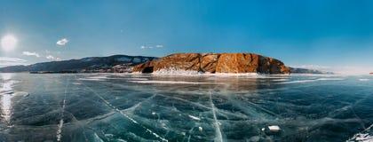 Djupfryst grotta i Lake Baikal Royaltyfri Bild
