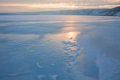 djupfryst lake över soluppgång Arkivbild