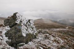 Djupfryst landskap i Giumalau berg royaltyfria foton