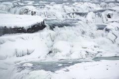 Djupfryst majestätisk Gullfoss vattenfall eller guld- nedgång på vintern, Island Royaltyfri Foto