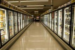 Djupfryst mat i supermarket Royaltyfri Fotografi
