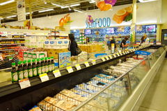 Djupfryst mat på supermarket Royaltyfri Fotografi