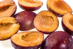 Djupfryst plommon utan gropen Makro fryst organisk plommon, en handfull s Fotografering för Bildbyråer