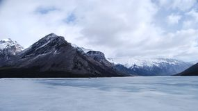 Djupfryst sjö Minnewanka Royaltyfri Fotografi