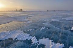 Djupfryst sjö på tundra royaltyfri fotografi