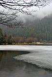 Djupfryst sjö - vinterlandskap Arkivbilder