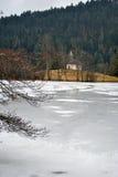 Djupfryst sjö - vinterlandskap Fotografering för Bildbyråer