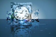 Djupfryst tid i en iskub Arkivfoto