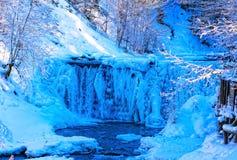 Djupfryst vattenfall royaltyfri bild