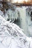 djupfryst vattenfall Arkivfoto