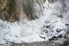 Djupfryst vattenfall av Chorron de Viguera, La Rioja, Spanien Royaltyfri Foto