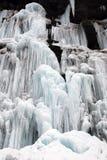 Djupfryst vattenfall och snö Arkivbilder