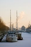 djupfryst vinter för hamnshipssolnedgång Royaltyfri Fotografi