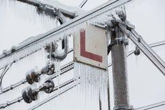 Djupfrysta elektriska linjer för järnväg Royaltyfria Foton