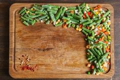 Djupfrysta grönsaker och sparris för att laga mat Royaltyfri Bild